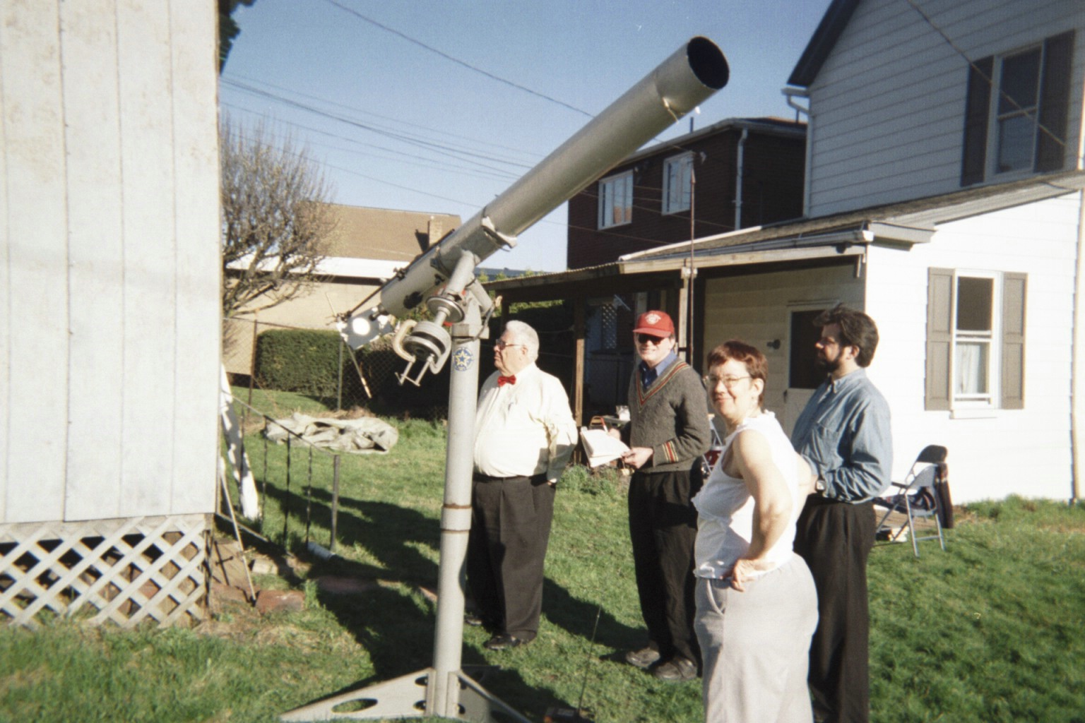 Telescope and observers during Solar Eclipse of 2005 April 8